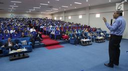 Tokoh Nasional, Rizal Ramli saat memberikan kuliah umum di Universitas UNIDA Gontor di Ponorogo, Jawa Timur, Minggu (15/10). Dalam ceramahnya di hadapan generasi muda menekankan pentingnya menjaga kemandirian dan harga diri bangsa. (Liputan6.com/Pool/Sin)