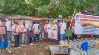 Relawan Solmet membagikan paket sembako di sejumlah titik wilayah Jakarta, Depok dan Bekasi. (Istimewa)