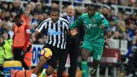 4. Salomon Rondon – Dinilai sukses di klub terdahulu membuat Newcastle berani meminjam pemain asal Venezuela ini. Mereka membutuhkan penyerang yang tajam dikarenakan memiliki masalah besar dalam mencetak gol. (AFP/Lindsay Parnaby)