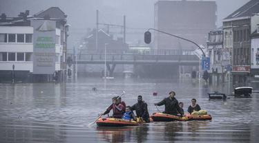 Banjir di Jerman. Ribuan warga dievakuasi. Banyak korban jiwa dari  North Rhine-Westphalia and Rhineland-Palatinate.