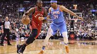 Sergei Ibaka (kiri) mencoba lewati penjagaan Forward LA Clippers, Tobbias Haris pada lanjutan NBA (Frank Gunn/The Canadian Press via AP)