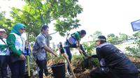 Menteri BUMN Rini Soemarno dan Wali Kota Tangerang Arief R Wismansyah menghadiri launching Giving Back to Nature di Saung Banksasuci, Cibodas, Tangerang, Jumat (22/3/2019). (Liputan6.com/Pramita Tristiawati)