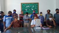 Foto : Warga eks Timor-Timor yang tergabung dalam Paguyuban Pejuan dan Korban Politik Timor-Timor saat menggelar jumpa pers di Kota Kupang, NTT (Liputan6.com/Ola Keda)