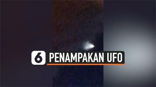 Sebuah cahaya putih yang diduga UFO melayang di langit Annecy, Prancis. Penampakan UFO ini terjadi usai gempa magnitudo 5,4 mengguncang Prancis.