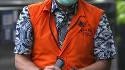 Tersangka suap dan gratifikasi perkara di Mahkamah Agung (MA) 2011-2016, Nurhadi bersiap menjalani pemeriksaan di Gedung KPK Jakarta, Selasa (29/9/2020). Tim penyidik KPK melimpahkan tersangka Nurhadi dan Rezky Herbiyono beserta barang bukti kepada tim JPU KPK. (Liputan6.comHelmi Fithriansyah)