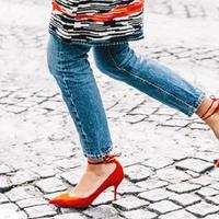 Skinny jeans Anda akan terlihat keren dengan tips padu padannya berikut ini. (Foto: whowhatwear.com)