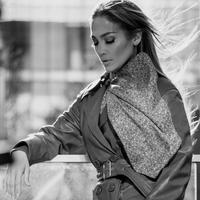 Jennifer Lopez terpilih menjadi wajah terbaru dari label fashion ternama Coach