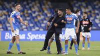 Pelatih Napoli Gennaro Gattuso (tengah) merayakan kemenangan timnya atas Inter Milan pada leg kedua semifinal Coppa Italia di San Paolo Stadium, Naples, Italia, Sabtu (13/6/2020). Pertandingan berakhir 1-1, Napoli lolos ke final Coppa Italia dengan agregat 2-1. (Cafaro/LaPresse via AP)