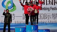Aries Susanti Rahayu (tengah) dan pemanjat tebing Indonesia lainnya mendominasi nomor women's speed di kejuaraan Panjat Tebing di Tiongkok (dok: PP FPTI)