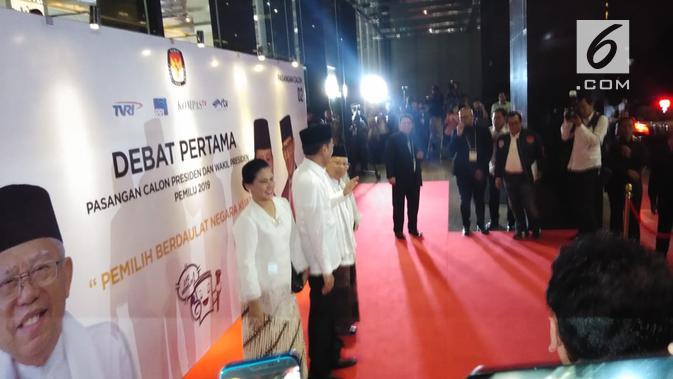Pasangan Jokowi-Ma'ruf Amin tiba di lokasi debat capres cawapres 2019. (Liputan6.com/Ady Anugrahadi)