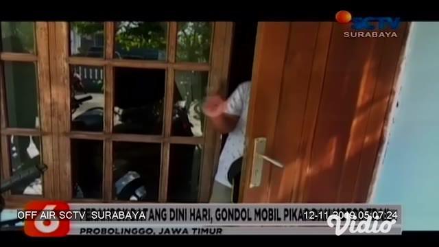Kawanan perampok menyatroni rumah juragan sayur, warga Desa Karanganyar, Probolinggo, Jawa Timur. Satu unit mobil pikap dan dua motor trail dibawa kabur. Sementara korban juga harus dilarikan ke rumah sakit akibat sabetan clurit.