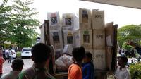 Pendistribusian logistik Pemilu Palangka Raya (Rajana K/Liputan6.com)