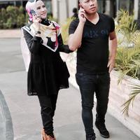 Agel Lelga dan Vicky Prasetyo