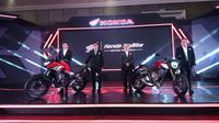 AHM resmi meluncurkan sepeda motor Honda CB650R (kanan) bersama dengan CBX500 di Hotel Harris, Bandung, Jawa Barat, Sabtu (9/2/2019). (istimewa)