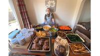 Bantu Warga di Tengah Corona, Wanita Ini Masak 80 Porsi Makanan Setiap Hari (Sumber: metro.co.uk)