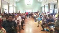 Ratusan juru parkir yang mengikuti sosialisasi dari Pemkot Palembang dan Satlantas Palembang (Liputan6.com / Nefri Inge)