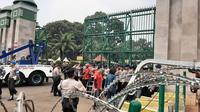 Pengamanan di depan gedung DPR jelang aksi mahasiswa, Selasa (24/9/2019). (Liputan6.com/Yopi Makdori)