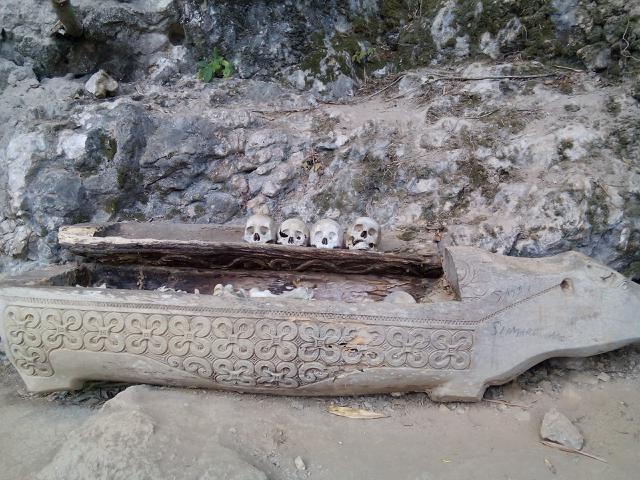 Kuburan Batu di Kete Kesu Toraja Utara,Sulawesi Selatan. (Liputan6.com/Eka Hakim))