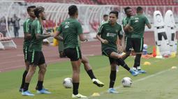 Pemain Timnas Indonesia, Evan Dimas, saat latihan jelang laga kualifikasi Piala Dunia 2022 di SUGBK, Jakarta, Minggu (8/9). Indonesia akan berhadapan dengan Thailand. (Bola.com/M Iqbal Ichsan)