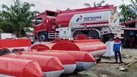 Pihak Pertamina menyatakan saat ini sudah siap 6 mobil tangki dengan masing-masing kapasitas 16.000 liter untuk didistribusikan ke 4 SPBU di wilayah Palu.