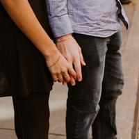 Beda suku kadang bikin hubungan kamu sama pacar jadi nggak langgeng. nih. (Foto: unsplash.com)
