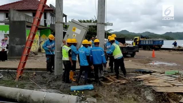 Terjangan tsunami di Selat Sunda lumpuhkan sebagian infrastruktur di Banten dan Lampung. Upaya perbaikan dilakukan PLN dengan mengerahkan ratusan personil gabungan.
