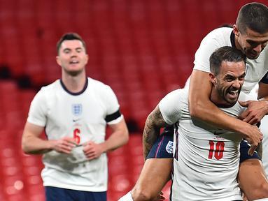 Striker Inggris, Danny Ings, merayakan gol yang dicetaknya ke gawang Wales pada laga persahabatan di Stadion Wembley, Jumat (9/10/2020) dini hari WIB. Inggris menang 3-0 atas Wales. (AFP/Glyn Kirk/pool)