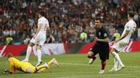 Gol Mario Mandzukic membawa timnas Kroasia lolos ke final Piala Dunia 2018 setelah mengalahkan Inggris dengan skor 2-1 di Stadion Luzhniki, Moskow, Kamis (12/7/2018) dini hari WIB.  (AP Photo/Frank Augstein)