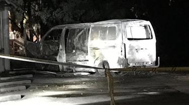 'Bom mobil' yang meledak di markas organisasi umat Kristiani di Canberra, Australia. (Twitter @LyleShelton)