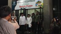 Presiden Jokowi tarawih di masjid Darul Arqam Palangkaraya. (Liputan6.com/Lizsa Egeham)