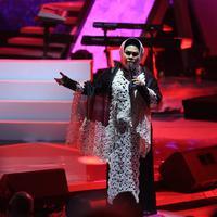 Hetty Koes Endang saat tampil di Konser Amal Untuk NTB. (Foto: Adrian Putra/Bintang.com)