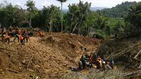 Upaya pencarian korban longsor Kebumen dan Purworejo belum menemukan korban. (Liputan6.com/ Edhie Prayitno Ige)