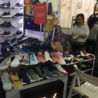 Irresistible Bazaar merupakan salah satu wadah bertemunya penjual dan pembeli barang preloved branded.