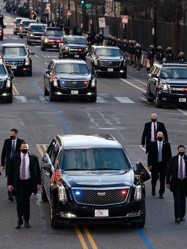 Mobil Dinas Presiden Joe Biden Vertikal