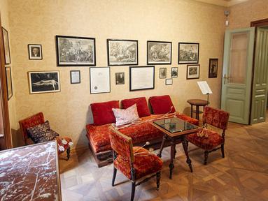 Foto pada 29 Agustus 2020 ini menunjukkan interior Museum Sigmund Freud di Wina, Austria. Museum Sigmund Freud di Wina dibuka kembali untuk para pengunjung pada Sabtu (29/8) setelah menjalani proses renovasi dan rekonstruksi selama 18 bulan. (Xinhua/Georges Schneider)