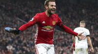 Juan Mata menyumbang satu gol saat Manchester United menang 2-0 atas Watford dalam lanjutan Liga Inggris di Old Trafford, Sabtu (11/2/2017) malam WIB. (Nick Potts/PA via AP)
