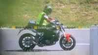 Spyshoot Ducati Monster terbaru. (RideApart)