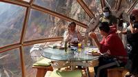 Untuk mencapai tempat ini tamu harus menaiki tebing dengan ketinggian 350 meter (Dok.Instagaram/@naturavive/https://www.instagram.com/p/CGjKst7hQ-G/Komarudin)