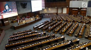 Suasana Rapat Paripurna DPR RI di Kompleks Parlemen, Senayan, Jakarta, Kamis (4/7/2019). Rapat Paripurna tersebut membahas berbagai agenda salah satunya Penyampaian RUU tentang Penanggungjawaban atas Pelaksanaan RAPBN (P2APBN) Tahun Anggaran 2018 oleh Pemerintah. (Liputan6.com/Johan Tallo)