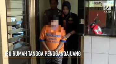 Seorang ibu rumah tangga menipu dengan mengaku mampu gandakan uang hingga miliaran rupiah.
