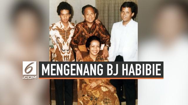 BJ Habibie adalah publik figur yang jadi idola banyak kalangan. Di tengah keluarganya, Habibie pun dikenal sosok hangat dan penuh perhatian.