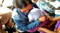 Parinah saat tiba di rumah anaknya, di Nusawungu, Cilacap. (Foto: Liputan6.com/Muhamad Ridlo)