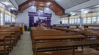 Suasana Gereja Kristen Sulawesi Tengah (GKST) Jemaat Victory Palu saat digelar ibadah minggu daring, Minggu (5/4/2020). (Foto: Liputan6.com/ Heri Susanto).