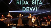 Rida, Sita, Dewi (RSD) manggung di The 90's Festival: Big Reunion, Sabtu (7/11/2015). (foto: Herman Zakharia/Liputan6.com)