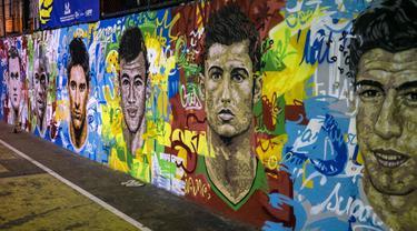 Lukisan wajah pemain top dunia mejeng di salah satu sudut kota Rio de Janeiro, Brasil, Rabu (21/05/2014) (AFP PHOTO/Yasuyoshi CHIBA).