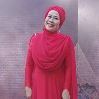 Begini kebanggaan Dewi Yull saat Surya Sahetapy ajari Jokowi belajar bahasa isyarat untuk pembukaan ASIAN Para Games 2018. (instagram/dewiyullofficial)