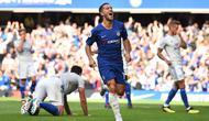 Bintang Chelsea Eden Hazard merayakan gol ke gawang Cardiff City pada laga Liga Inggris di Stamford Bridge, Sabtu (15/9/2018). (AFP/Glyn Kirk)
