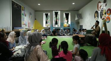 Cafe tak hanya sekedar tempat ngopi. Sebuah cafe di kawasan Tangerang Selatan, di hari-hari tertentu menyulap cafe menjadi tempat pengajian. Suasana santai dan ramah membuat pengajian jadi menyenangkan dan tak membosankan. Berkumpul di cafe jadi maki...