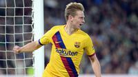 Frenkie de Jong adalah salah satu pemain muda berbakat yang membuat Barcelona memboyongnya dari Ajax Amsterdam pada 1 Juli 2019. (AFP/Cristina Quicler)