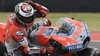 Pembalap Ducati Corse, Jorge Lorenzo beraksi pada sesi latihan bebas MotoGP Argentina 2018. (AFP)
